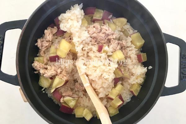 ツナとサツマイモの炊き込みご飯のレシピ