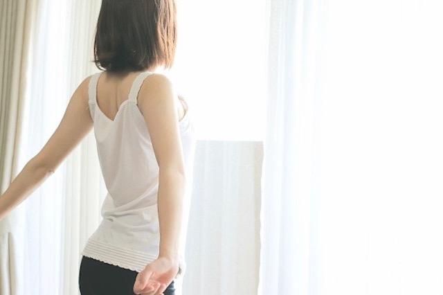 壁スクワット&巻きタオルで姿勢改善